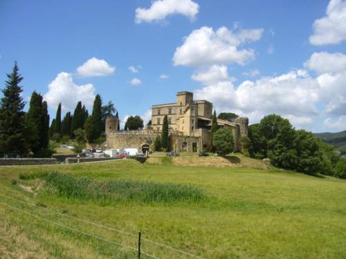 Lourmarin.castle-min